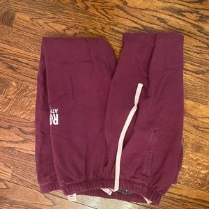 Maroon roots sweatpants. Good condition!